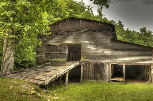 wood mountains green barn forest canon nationalpark moss farm northcarolina historic hdr greatsmokymountains cataloochee canon60d flutterbye216