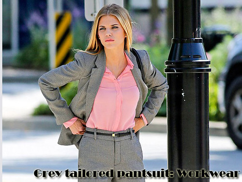 Grey pantsuit with a pink blouse: Workwear