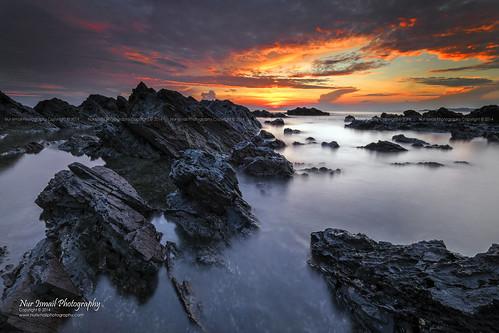 reflection sunrise rocks fujifilm rockybeach terengganu kualaterengganu xt1 chendering pantaipandak nurismailphotography nurismailmohammed nurismail visitmalaysiayear2014