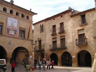 Plaza del Ayuntamiento de Horta de Sant Joan.
