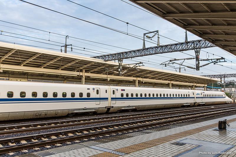 Shinkansen N700 en la estación de Maibara