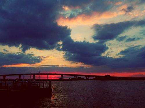 sunsetlandscapewaterbay