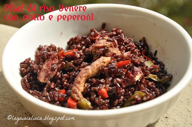 pilaf di riso Venere con pollo e peperoni