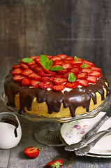 Cake with sour cream and strawberry.