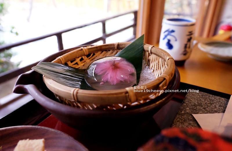 瞞著爹台中旗艦店-可以在日式老宅享用午茶時光囉!院子種植了二十幾棵櫻花樹.期待花開的粉紅下午茶.育仁國小旁