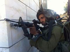 army(1.0), soldier(1.0), weapon(1.0), machine gun(1.0), firearm(1.0), gun(1.0),