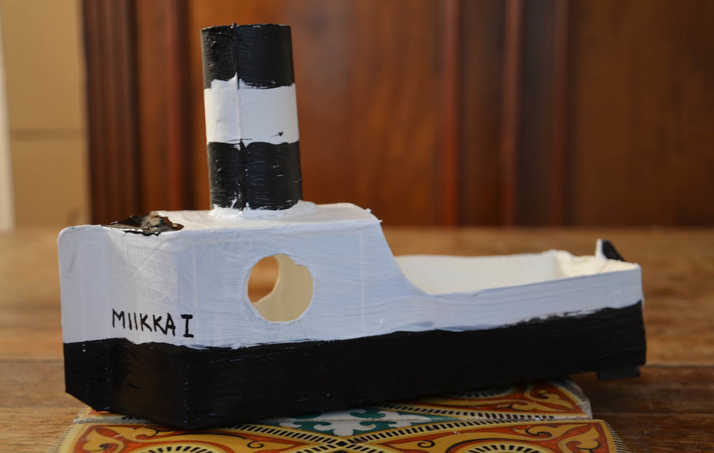Making putt putt boats with children out of simple recycle for Homemade recycled products