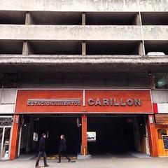 Edificio de estacionamientos Carillón #Santiago