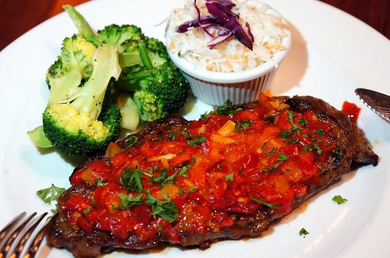 "Tony Roma Raises the ""Steaks"" - more steaks -004"
