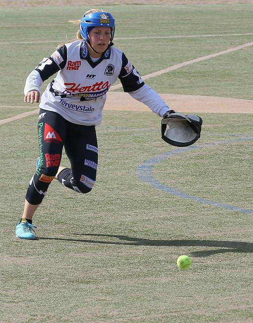 Yendo a por la bola, defendiendo.