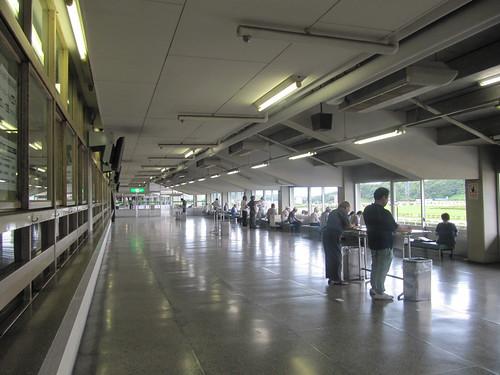 佐賀競馬場のスタンド2階コンコース