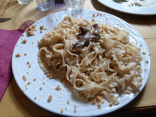 pâtes orange, noisettes et anchois