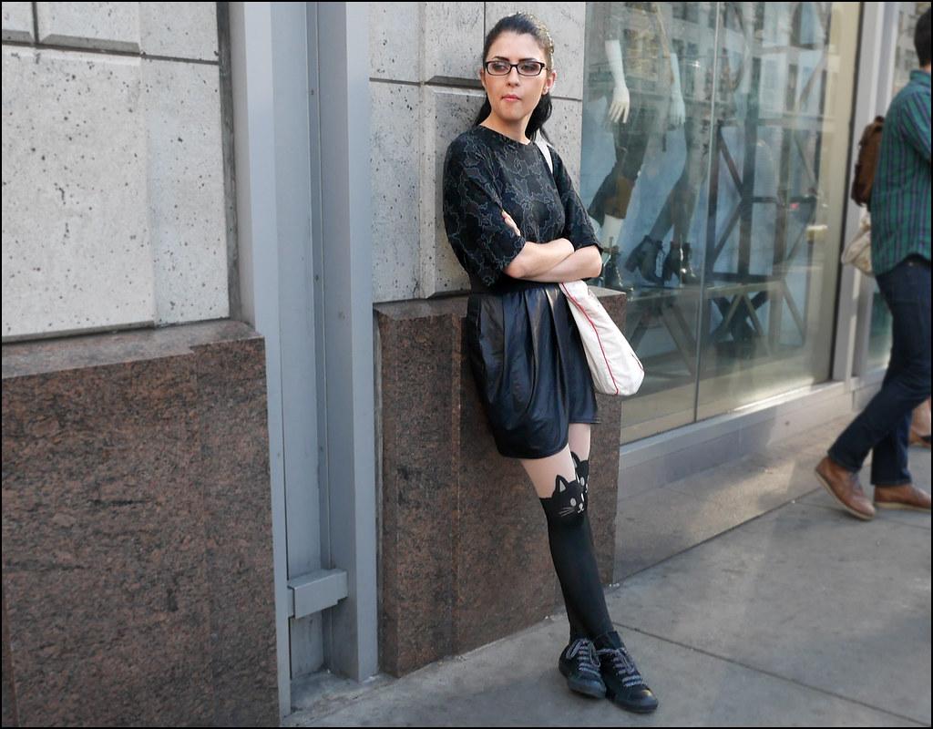 29 w black print top black leatherette skirt black converse ol