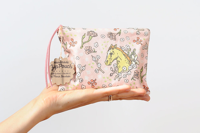 floral horse ziper pouch
