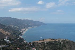 Greek theatre 在 Taormina 附近 的形象. sea italy mer teatro blackwhite italia mare theatre sicily taormina italie sicilia trinacria sicile