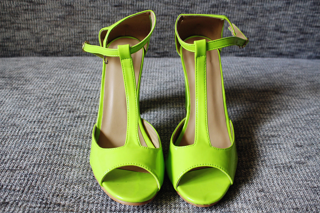 neon-green-heels-lovelywholesale