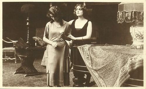 Pina Menichelli and Orietta Claudi in La seconda moglie
