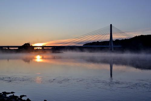 bridge water fog sunrise river germany deutschland nikon wasser nebel tamron brücke fluss sonnenaufgang elbe morgens saxonyanhalt sachsenanhalt schönebeck flus 1750mm salzlandkreis d3100