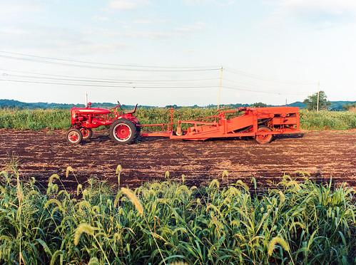 new york sky ny tractor color film lines landscape power florida kodak farm onions soil bronica goshen dirst portra400 etrsi 50mm28