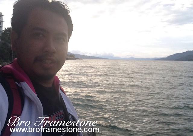 Menikmati Matahari Terbenam di Danau Toba, Indonesia