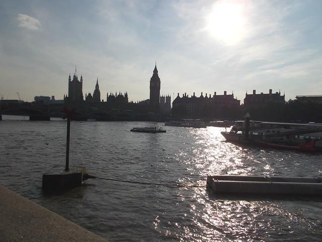 LONDON 1025