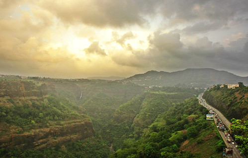 cars traffic cloudy khandala maharastra lonavala punehighway divyapillai khandalavalleymumbaipuneexpresswayfromrajmachigarden