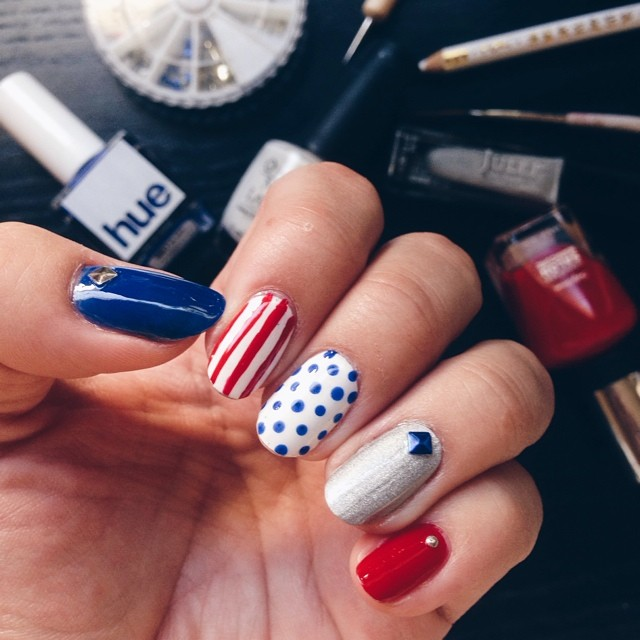 You guys! New patriotic nail post on the blog, just in time for the #4thofjuly! See the blog for a surprise bonus design! #liketkit www.liketk.it/2hMw @liketkit