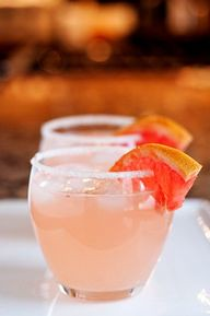 The Paloma – A refreshing Mexican cocktail with tequila, lime and grapefruit! | Foods, Drinks & Recipes via [Pam Alexander]
