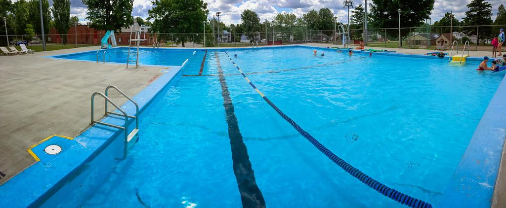 Vue panoramique de la piscine municipale du Parc des Forges