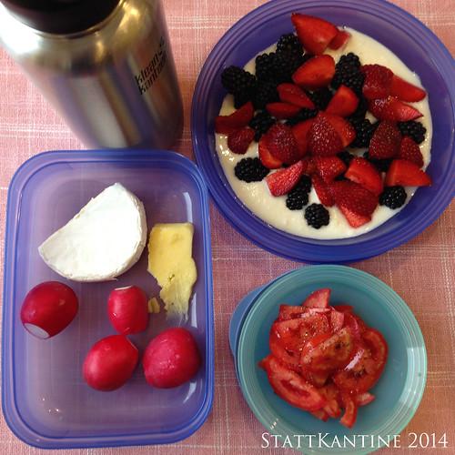 StattKantine 18.08.14 - Chaource, Tomatensalat, Joghurt mit Beeren