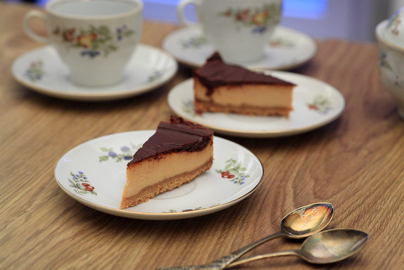 Caramel mascarpone cheesecake