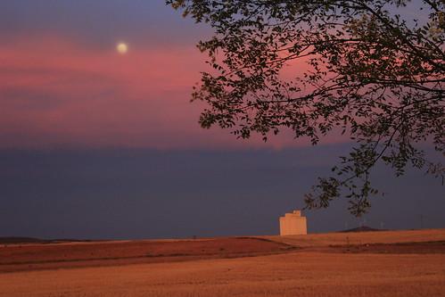 La luna sobre el silo