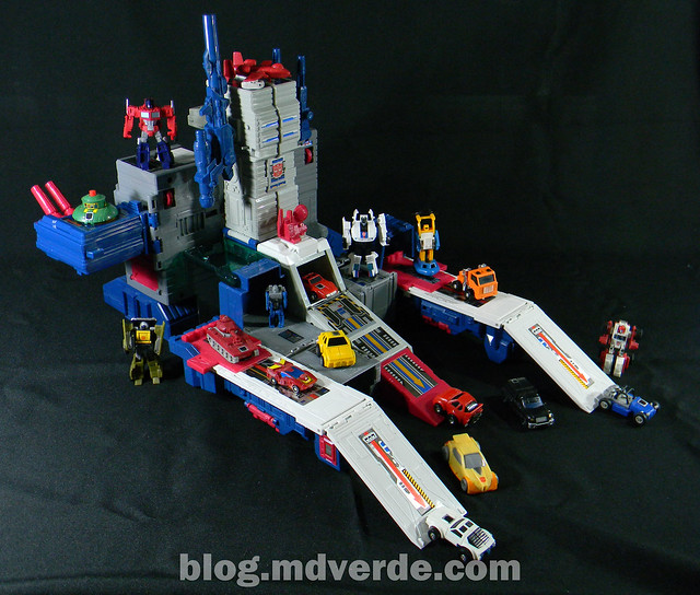 Transformers Fortress Maximus G1 Encore - modo base vs Minibots