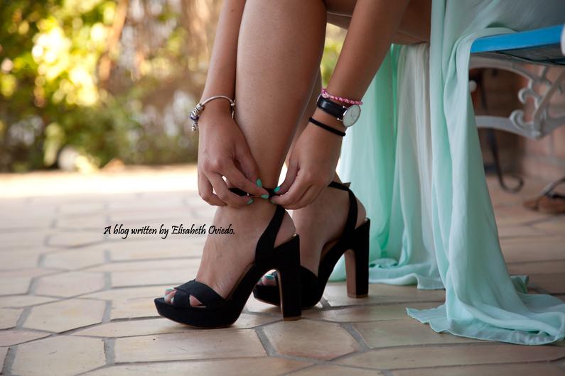 sesión fotográfica profesional fotógrafo Santos y HEELSANDROSES con falda larga aguamarina y top negro (3)