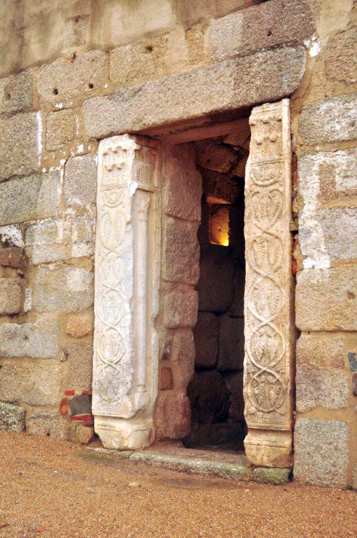 Entrada al Aljibe de la Alcazaba Árabe de Mérida El aljibe de la Alcazaba de Mérida - 14848513884 94e7f2405f o - El aljibe de la Alcazaba de Mérida