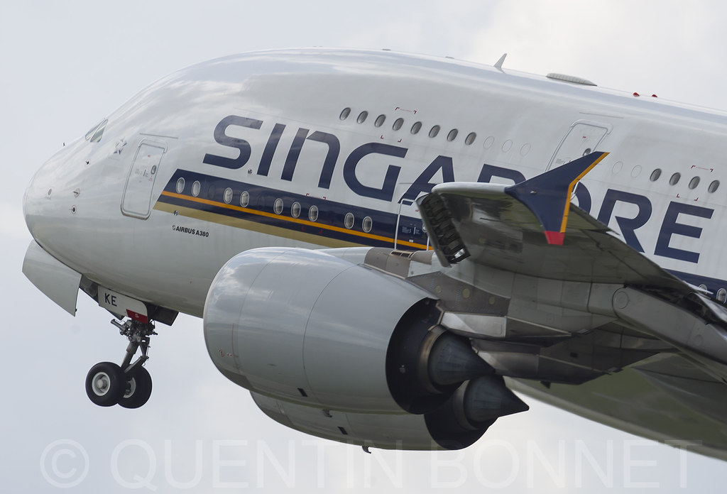 Singapore Airlines Airbus A380-841 9V-SKE