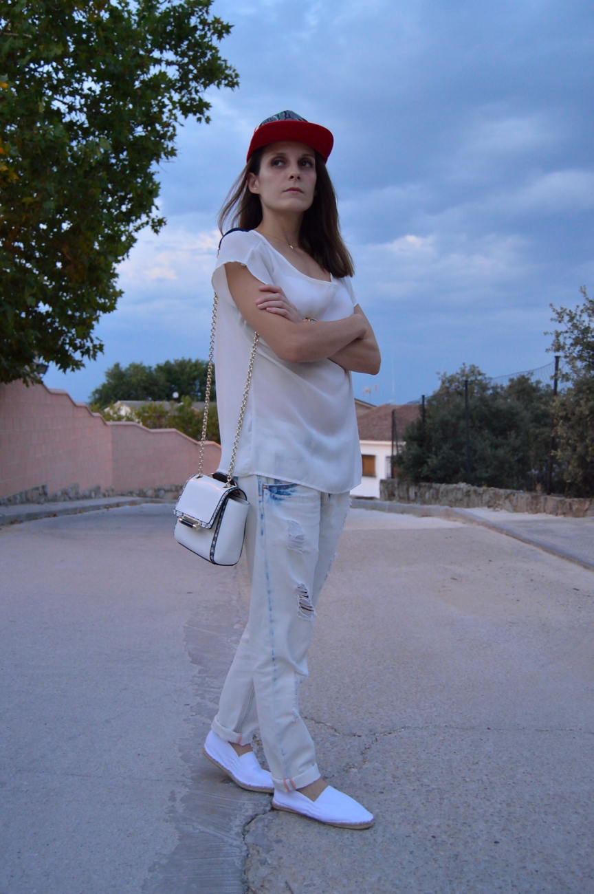 lara-vazquez-mad-lula-style-caps-all-in-white