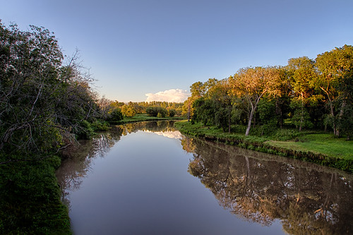 park trees cloud water reflections river winnipeg manitoba goldenhour labarrierepark