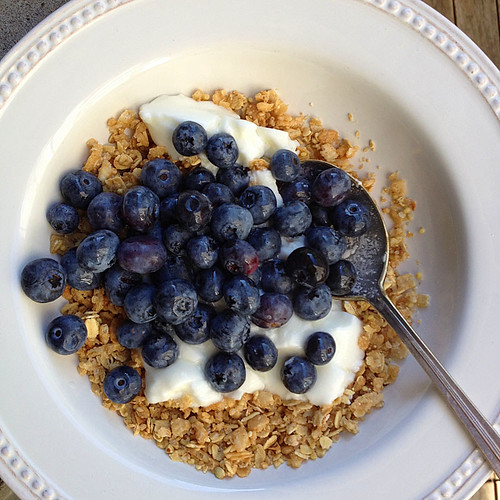 blueberries yogurt and granola