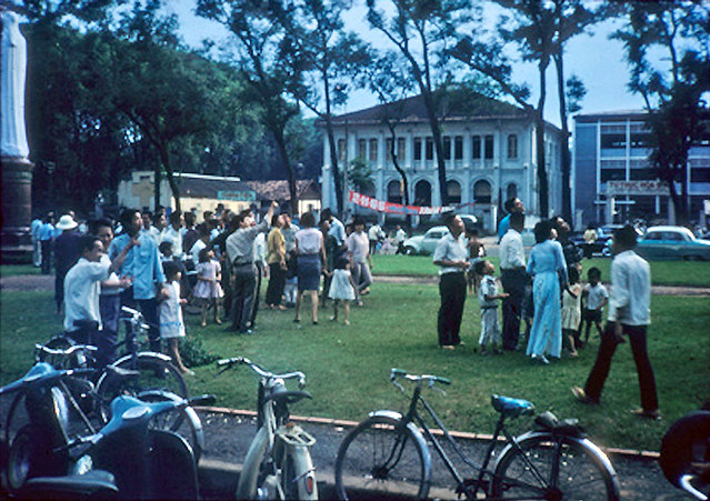 SAIGON 1966 - President J.F.K Square - Trước nhà thờ Đức Bà