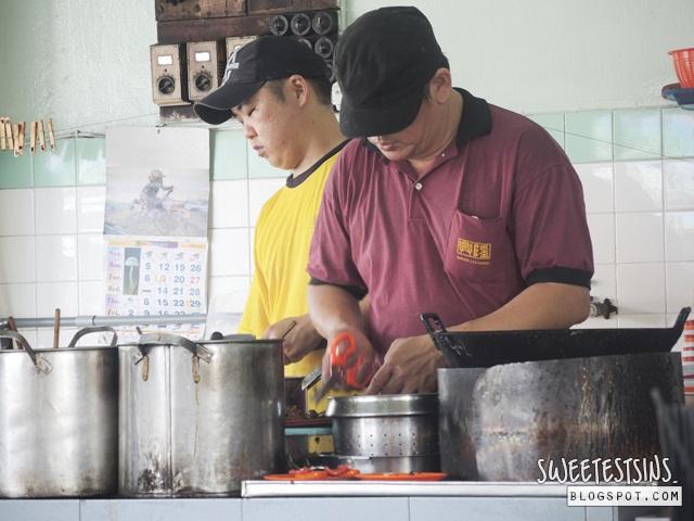 Hing Loong Taiwan Mee chef at work