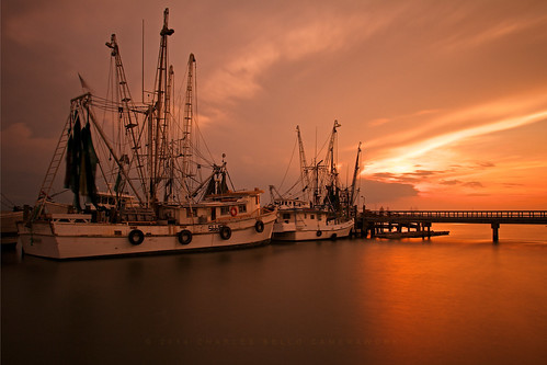longexposure marina reflections boats afterglow shrimpboats waterreflections dockside canonshot dancingclouds goldenmoment canonphotography southcarolinasunset portroyalsunset