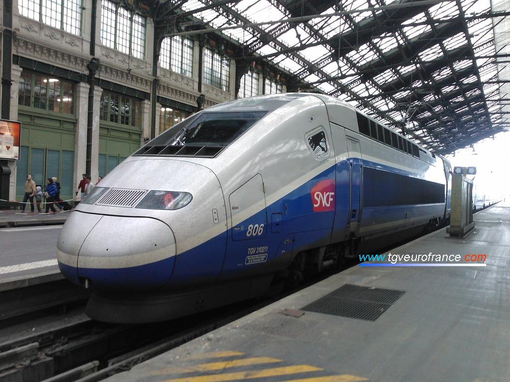 Un TGV Euroduplex 2N2 3UH (rame 806 de SNCF Voyages)