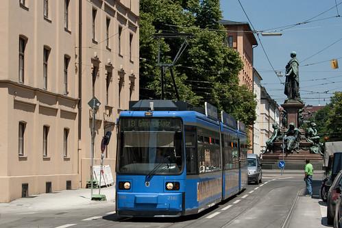 Nur wenige Trambahnlinien rückten anfangs aus, darunter die Linie 18, deren Linienweg erst seit Montag wieder komplett befahrbar ist.