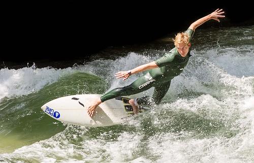 Eisbach surfer 3