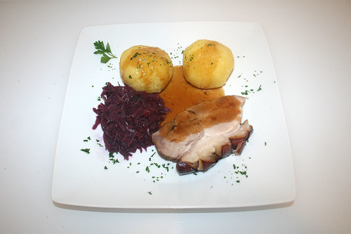 56 - Bayrischer Krustenbraten mit Rotkohl & Klößen / Bavarian prok roast with red cabbage & dumplings - Serviert