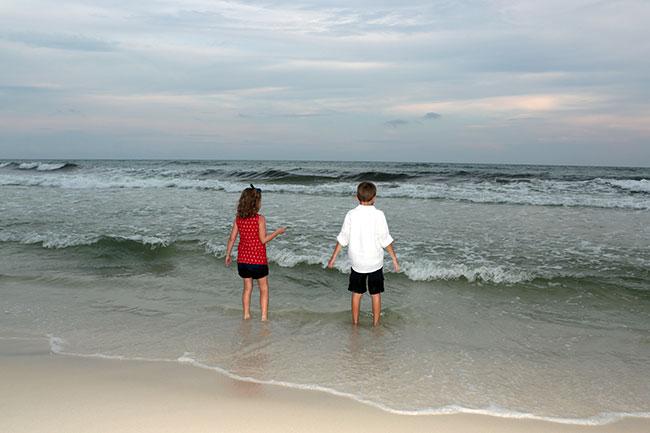 End_Kids-looking-at-ocean