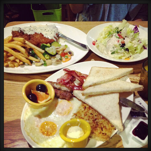 fried-steek,-french-fries,-meets-combo-brunch,-Caesar-salad