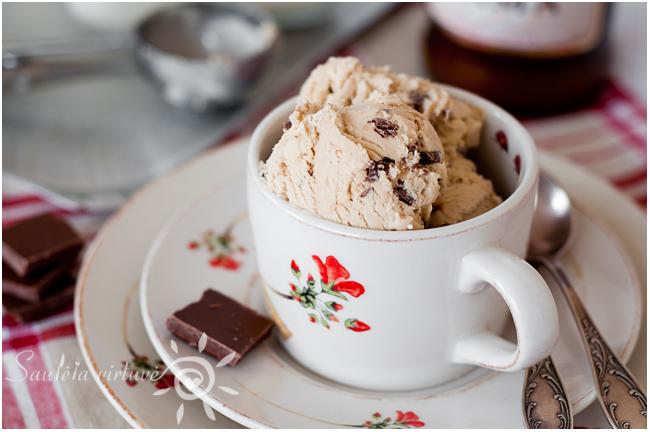 Kavos ledai su pieniško šokolado gabaliukais (5)