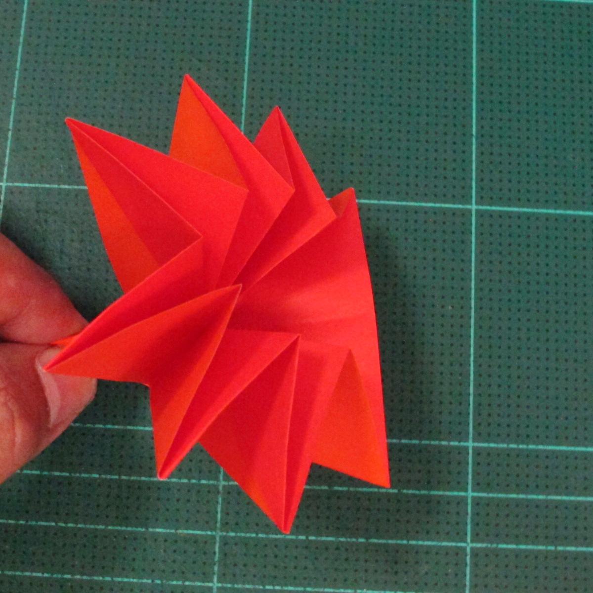 วิธีพับกระดาษเป็นช่อดอกไม้ติดอกเสื้อ (Origami Wedding Chest Flower) 020